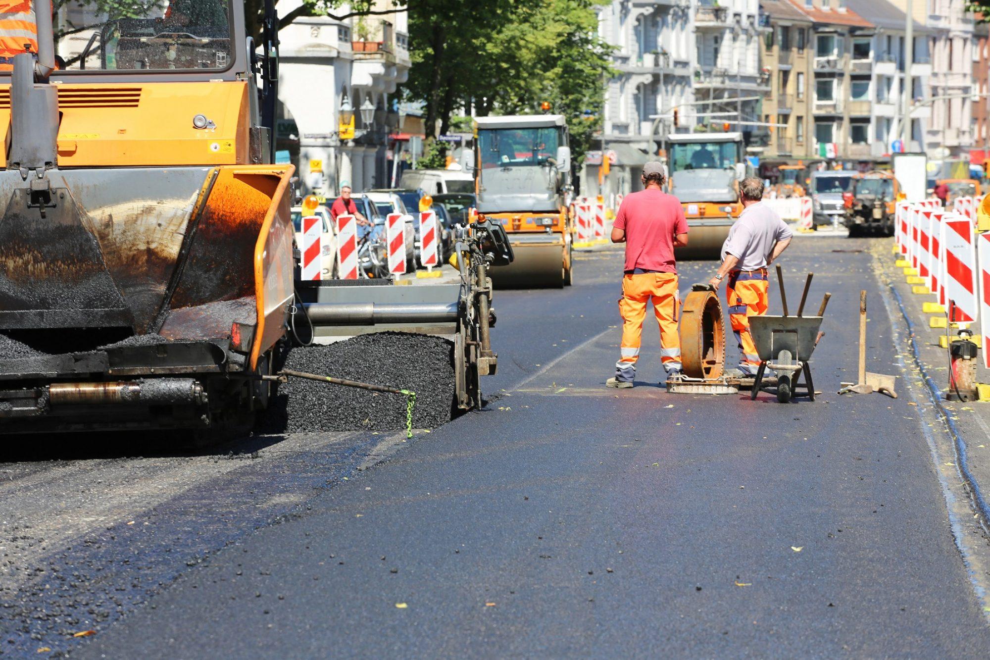 Straßenbauarbeiten C Adobestock 68835652