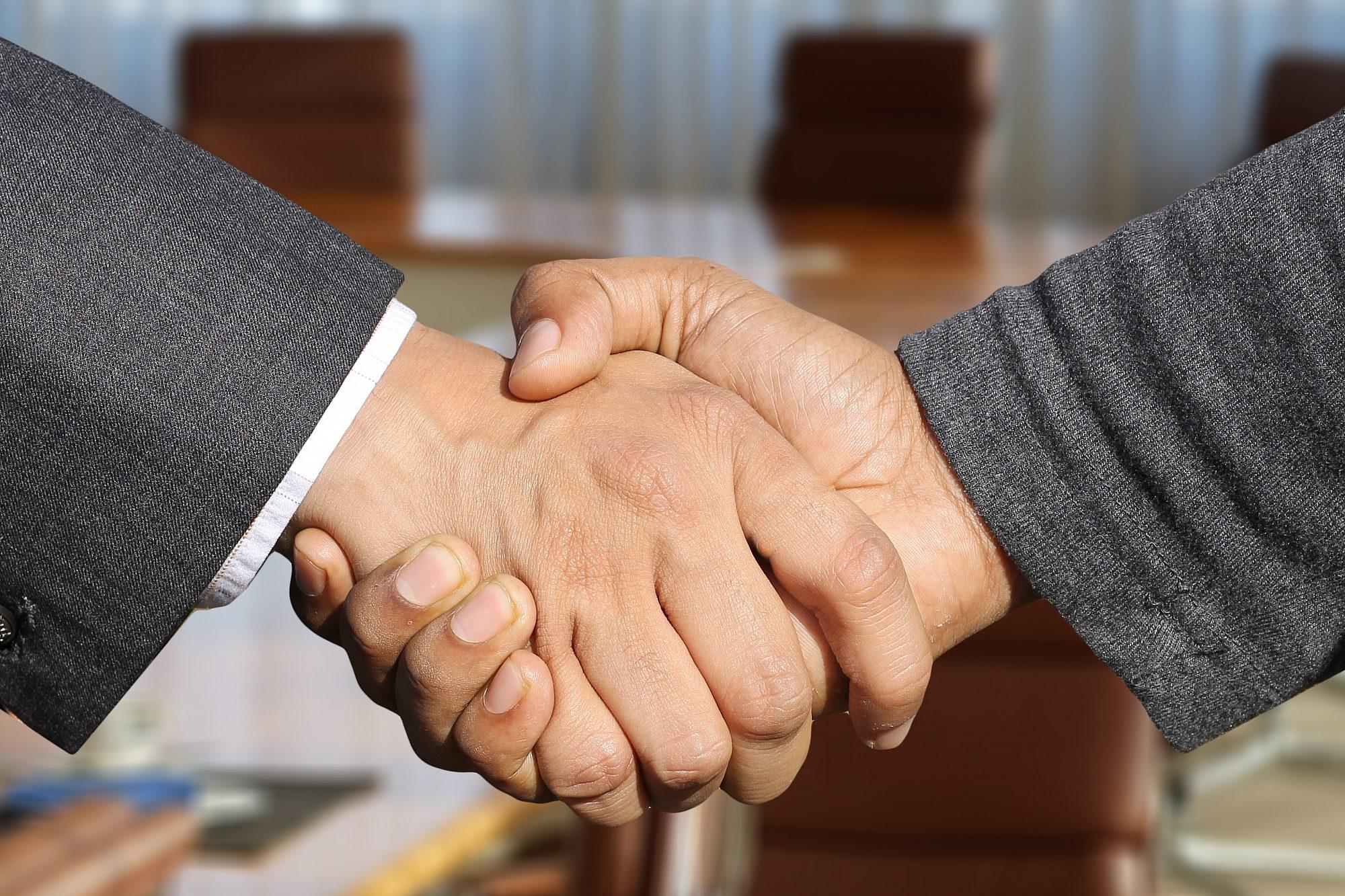 Zusammenarbeit_shaking-hands-pixabay1.jpg