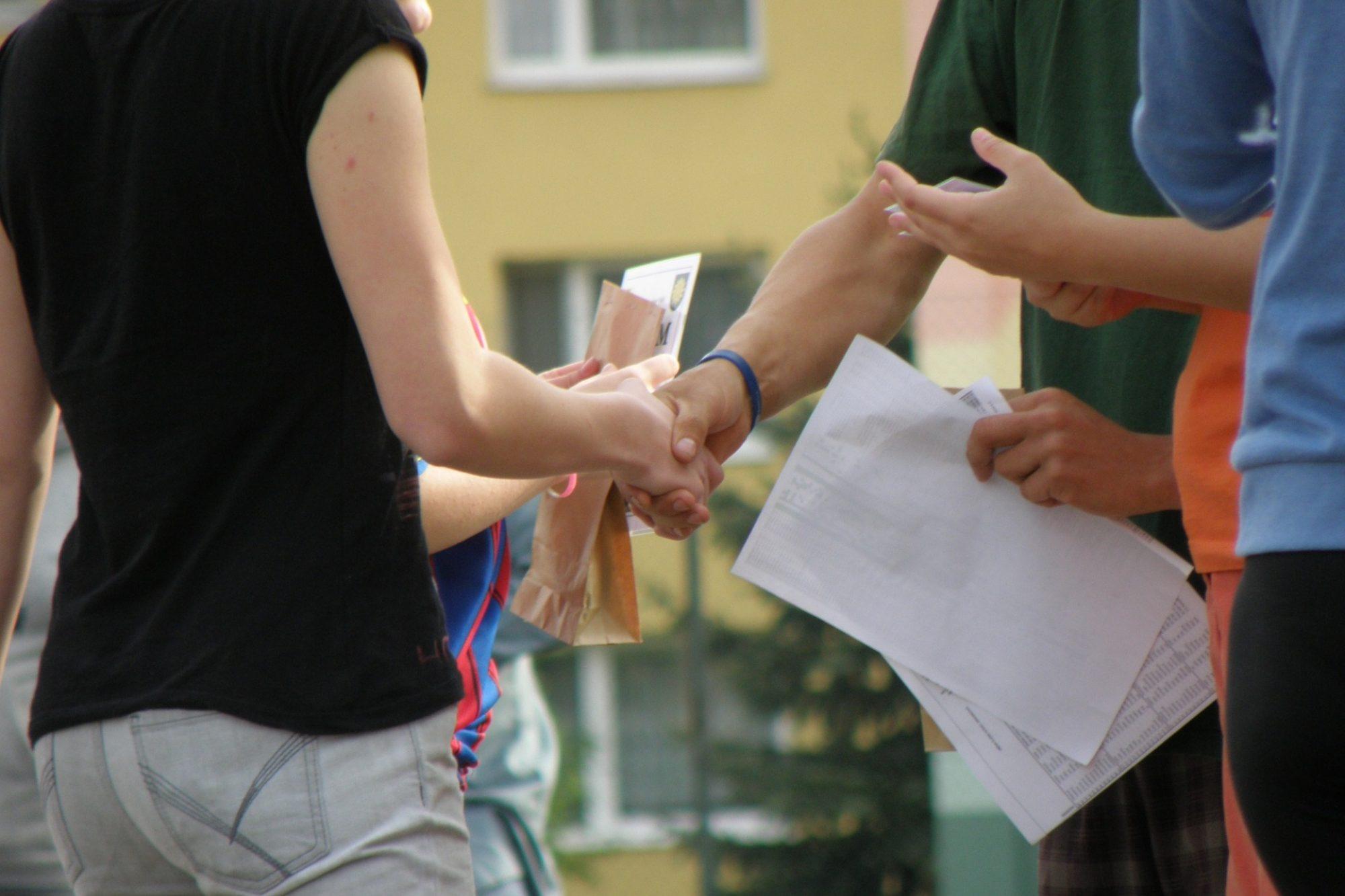 Handshakes 930178 1920 Pixabay