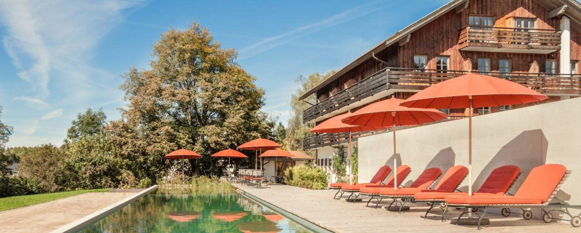 Poolbereich des Biohotels Pausnhof